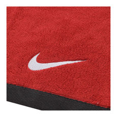 حوله نایک قرمز Nike Fundamental Towel red swoosh logo